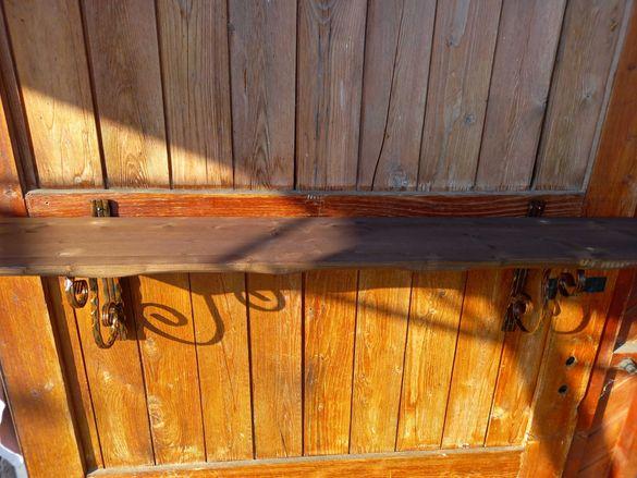 Рафт от ковано желязо и дърво