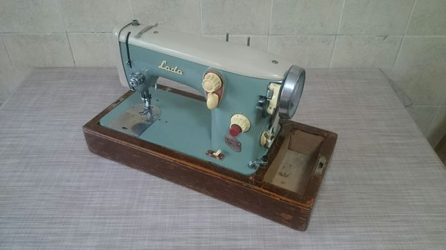 Швейная электрическая машина Лада(Чехословакия).
