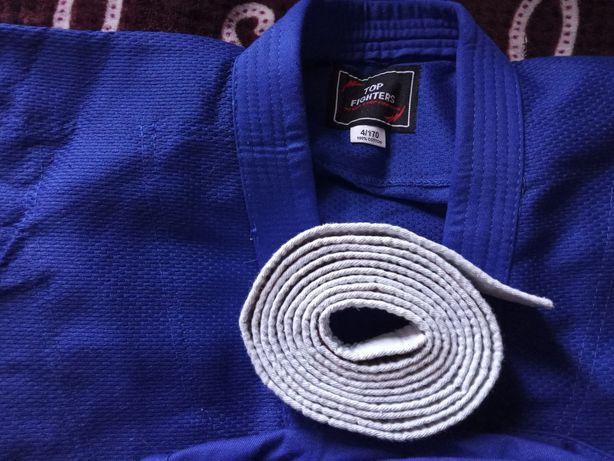 Продам кимоно срочно