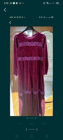 Продам велюровое платье. 7000