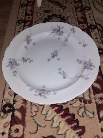 Старинная тарелка производства товарищества Кузнецова в Москве, 19 век