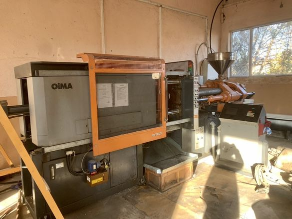 Шприц за пластмаса OiMA 190 тона