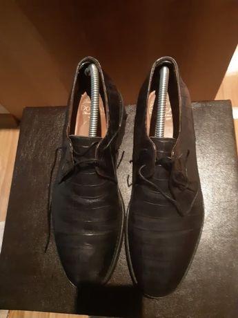 Обувки prada, doucals и reebok