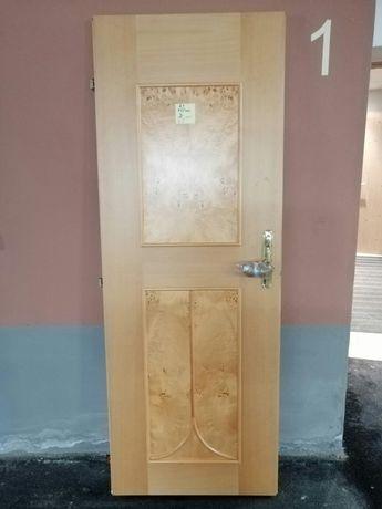 Vând uși din lemn