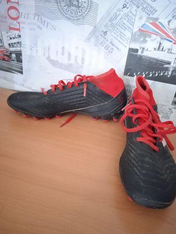 Футболни обувки adidas