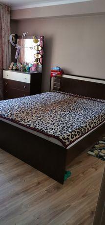 Продается спальный гарнитур