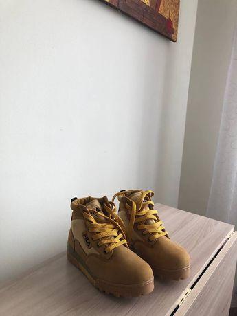 Продам новые ботинки Fila