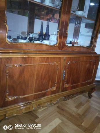 Vând vitrina lemn masiv și lemn furniruit