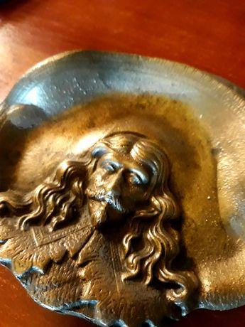 Veche scrumieră din bronz masiv...