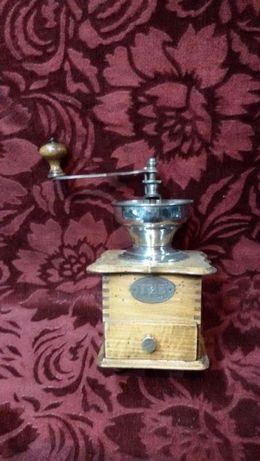 rasnita de cafea veche di lemn