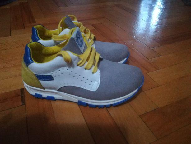 Adidas pantof piele Melania marim 32, interior 19.5