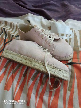 Дамски чехли и еспадрили