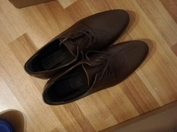 Pantofi noi Otter