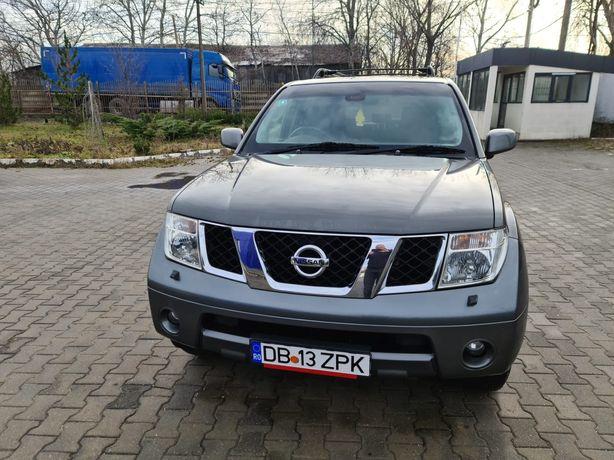 Vând Nissan Pathfinder