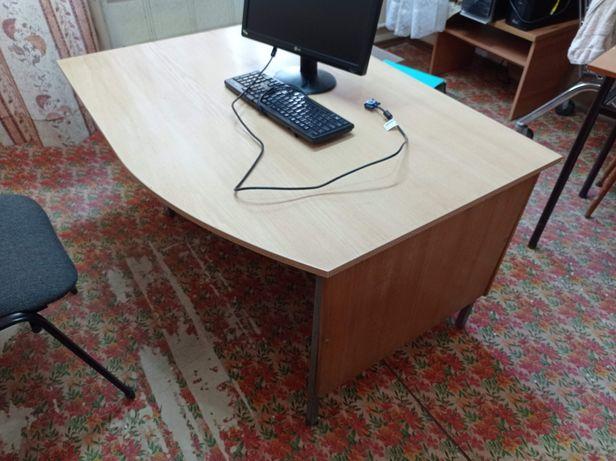 Стол офисный на металлической основе