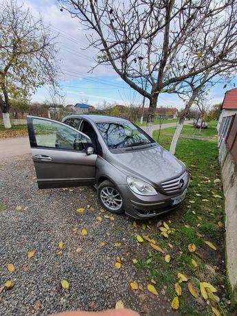 Dezmembrez Mercedes b180 cdi