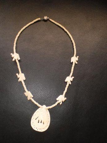 Колие от камилска кост със слончета