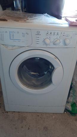 Masina de spalat rufe Indesit