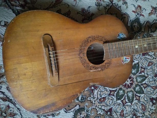 Продам гитару за 5к