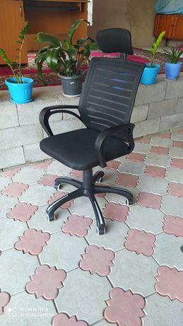 Офисные кресло с колесами