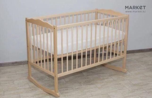 Детская деревянная кроватка в полном комплекте