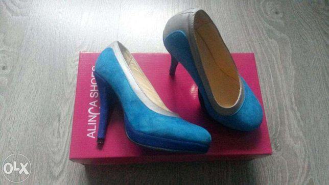 Pantofi albastri din piele