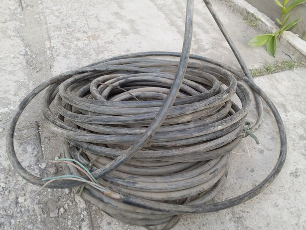 Продам кабель 4х жильный.