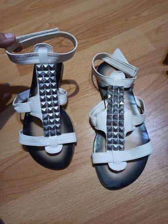 Sandale fetițe noi mărime 32