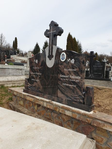 morminte si pietre funerare/cruci