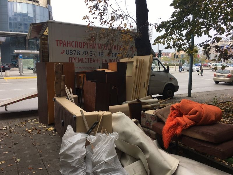 Изхвърляне на всякакви неща,мебели,стр. отпадъци, желязо /падащ борд/ гр. Пловдив - image 1