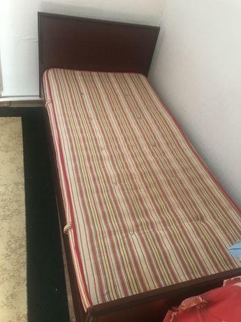 Кровать в хорошем состояние, кровать разбираеться.