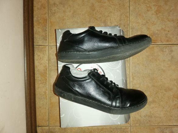 Черни кожени обувки, н. 36, за момче или момиче, 10 лв.