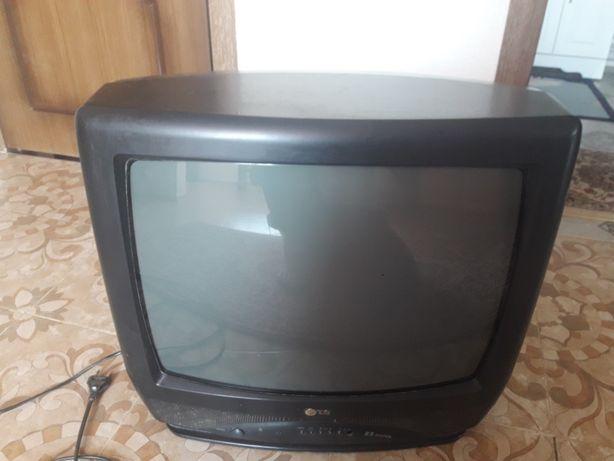 телевизор цветной марки лджи в хорошем состоянии. Цена 20000 тысячи те