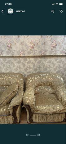Продам для гостинной диваны