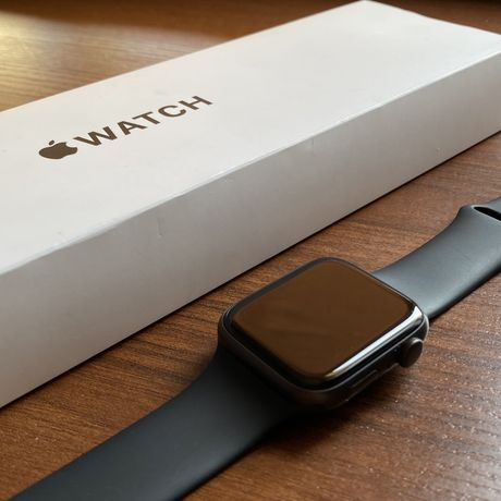 EAC Apple Watch SE 44mm space grey with aluminum black sport band GPS