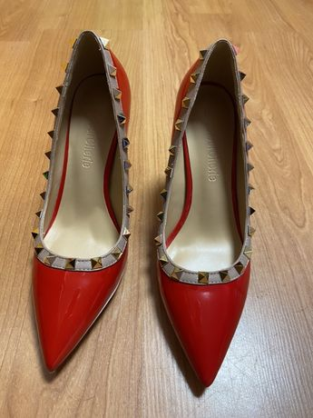 Обувки Valentino