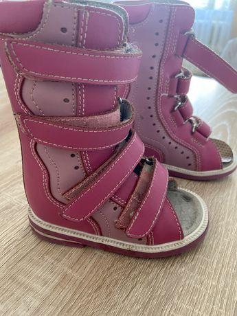 Ортопедический сандалие