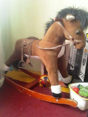 Продам лошадь качалку.
