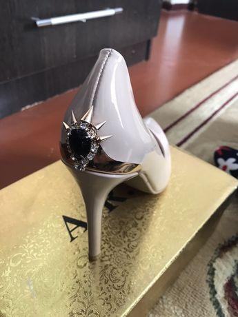 Очень красивый женские туфли лак
