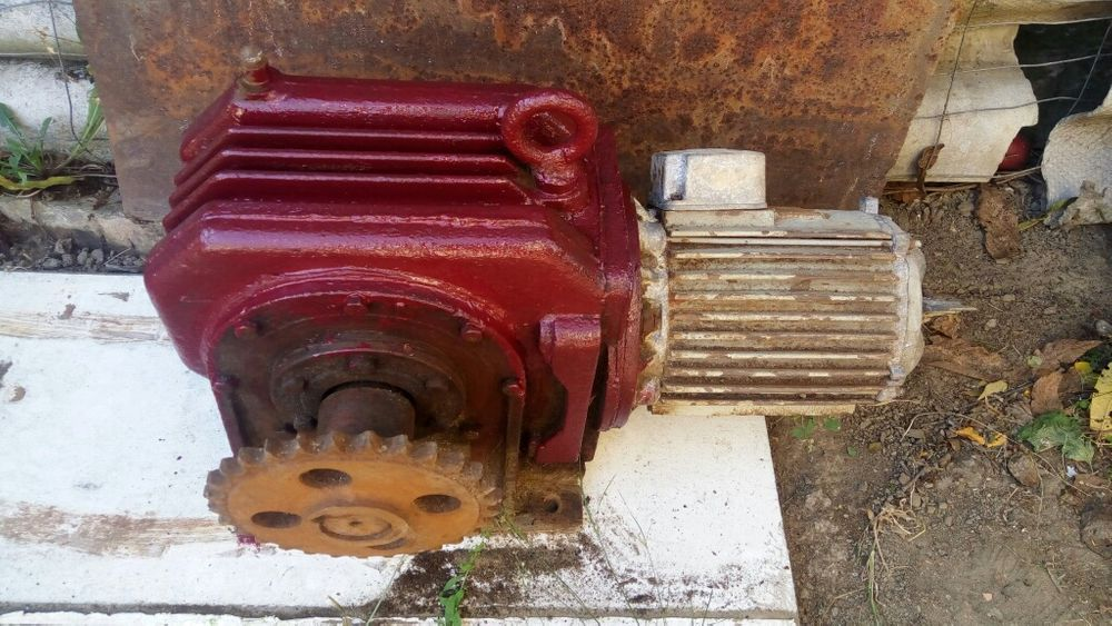Reductor industrial 60 la 1 si motor trifazic Dej - imagine 1