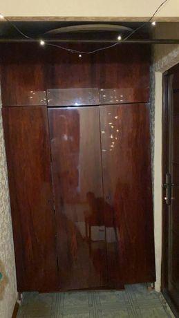 Шкаф полированый
