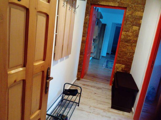 Închiriez apartament cu 2 camere, zona Telegrafului