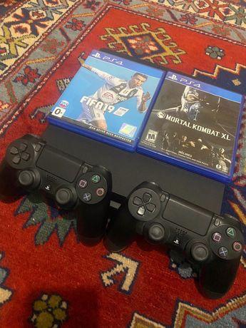 PS4 Slim 500gb + 2 геймпада + игры
