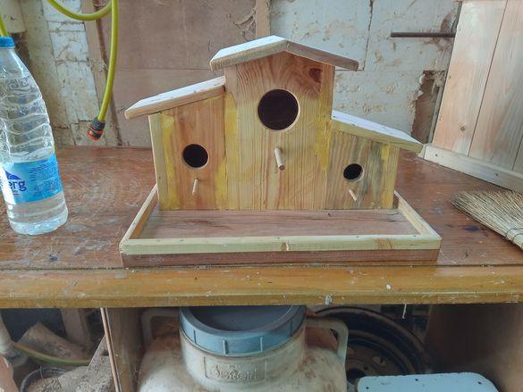 Тристаина къщичка за птици