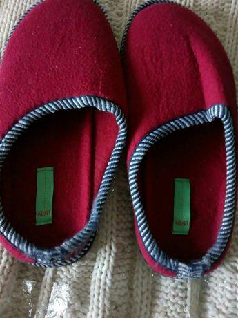 Тъмно червени чехли за паркет