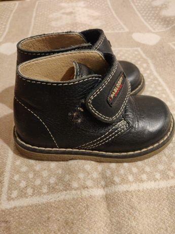 Ботинки на мальчика кожаные 22 р