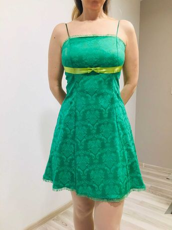 Официални рокли М размер