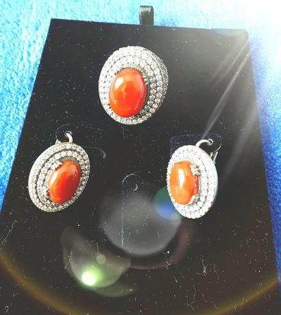 Комплект из серебра с натуральными камнями