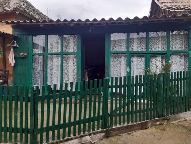 Vand casa mobilată utilata