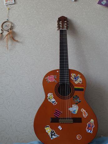 Продам гитару ямаха С-45